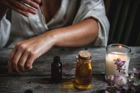 bienfaits de l'huile de nigelle bio sur le corps - pranaloé