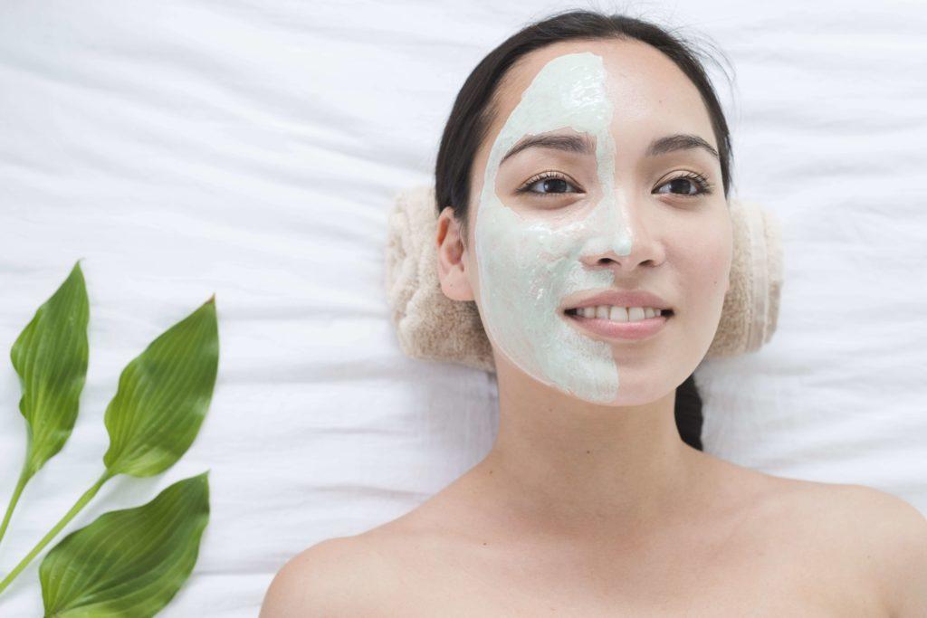 bienfaits du masque visage à l'argile verte sur la peau - pranaloé boutique en lignes de cosmétiques bio