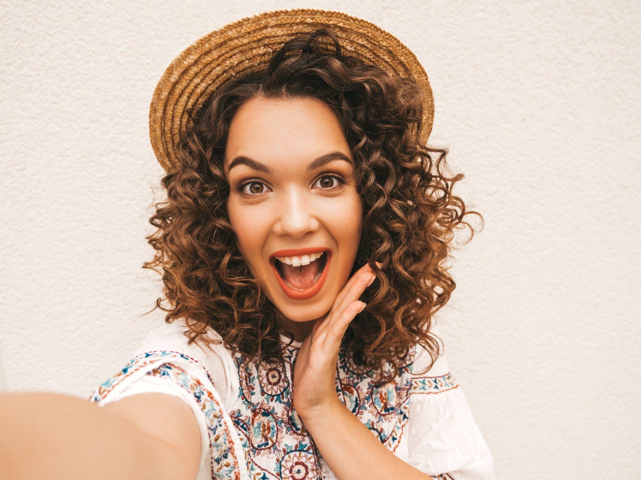 Cheveux doux et brillants avec l'huile de ricin soin anti chute de cheveux - huile de ricin atelier populaire vendue par Pranaloe boutique en ligne de cosmétiques naturels et biologiques