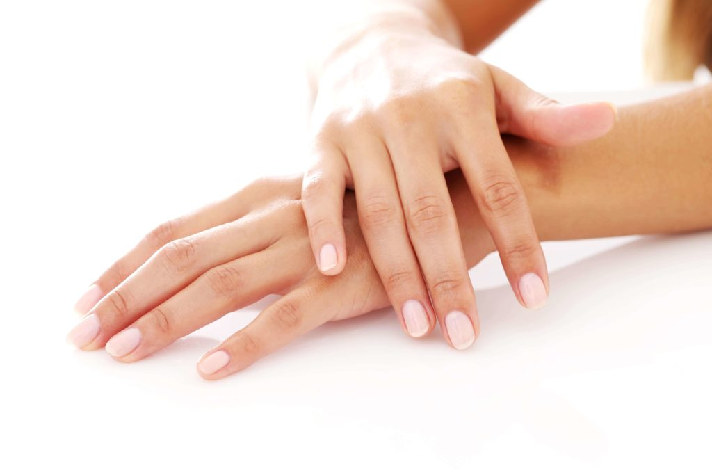 mains propres avec le gel désinfectant à l'aloe vera- pranaloe
