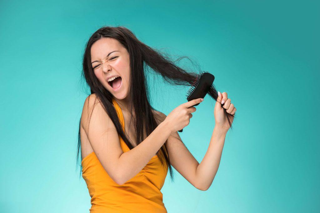 cheveux secs impossible à coiffer - pranaloe