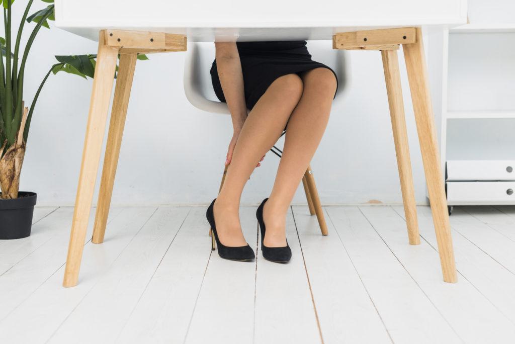 soulager les jambes lourdes au bureau - pranaloe
