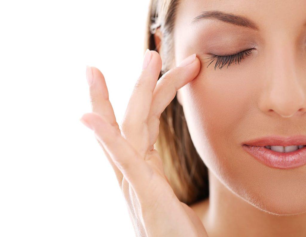 éliminer poches et cernes sous les yeux - défatiguer le regard - pranaloé - eshop cosmétiques bio anti age naturel bio