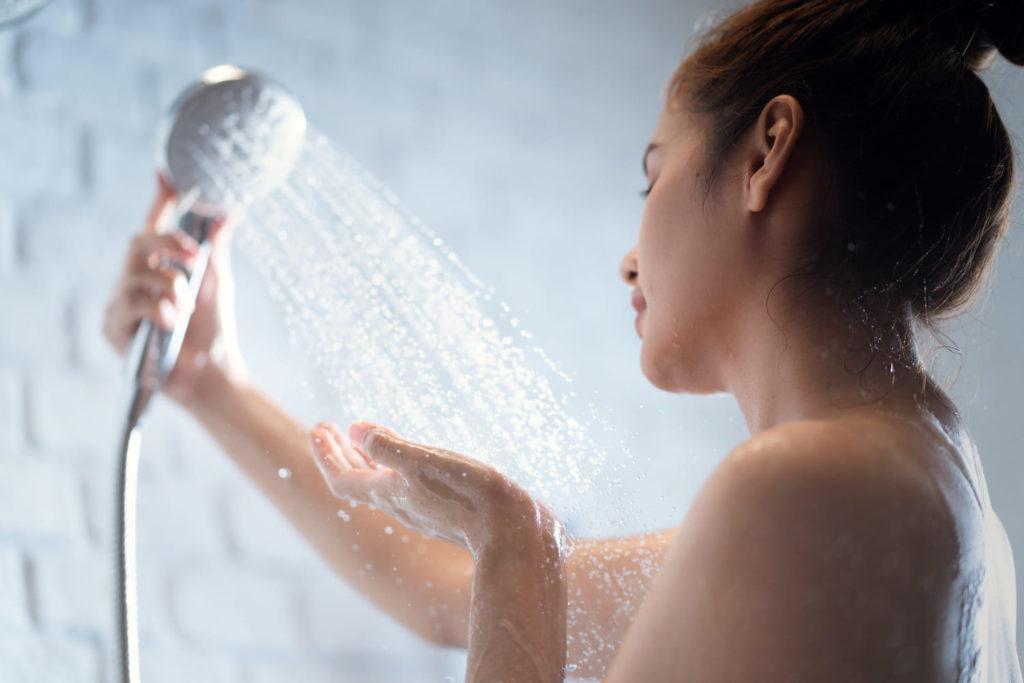 raffermir la poitrine à l'eau froide - pranaloe - eshop cosmétiques bio